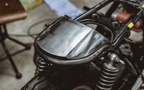 How to install – Seat cowl and Rear loop